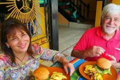 coco-bongo-hostel-best-burger-in-bahia